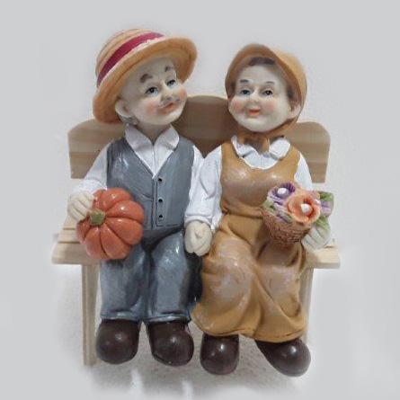 סבא וסבתא בספסל